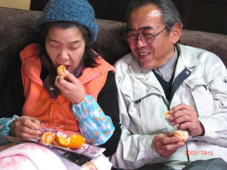 みかんを食べる.JPG
